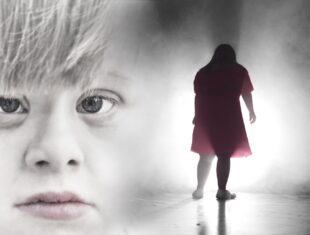 Promotional image for Moomsteatern's production of A Dream Play featuring a huge face on one side with a silhouetted figure walking towards a light on the other.