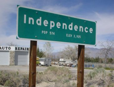 city sign for the town of Independence in the US