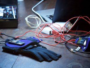 Drake Music glove