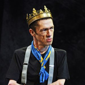 Photo of Mat Fraser on stage dressed as Ricahrd III