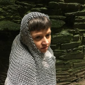 Photo of actress Sara Beer dressed in chainmail