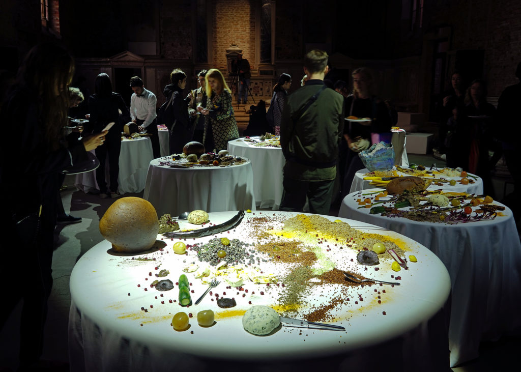 Table of detritus
